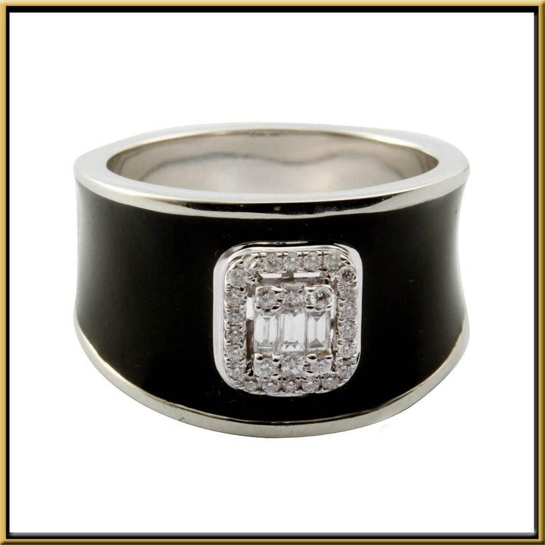 For Sale: undefined Diamond Emerald Illusion Fashion Ring with Black Enamel in 18 Karat Gold 3