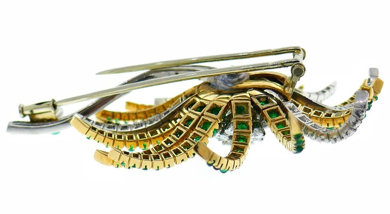 Diamond Emerald Platinum Yellow Gold Brooch Pin Clip, French, 1960s In Good Condition For Sale In Beverly Hills, CA