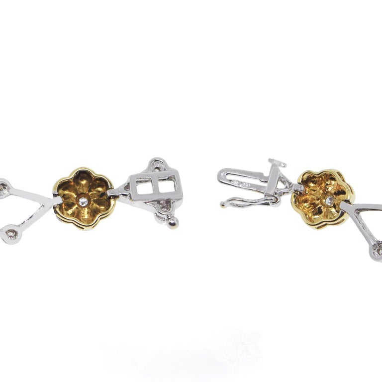 Diamond Flower Bracelet In Excellent Condition For Sale In Boca Raton, FL