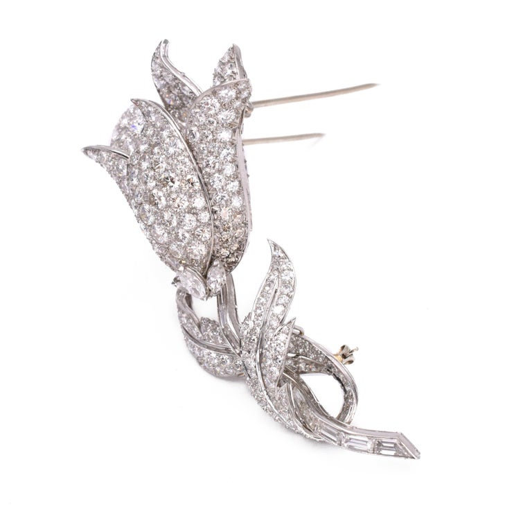 Diamond Flower Clip-Brooch In Excellent Condition For Sale In New York, NY