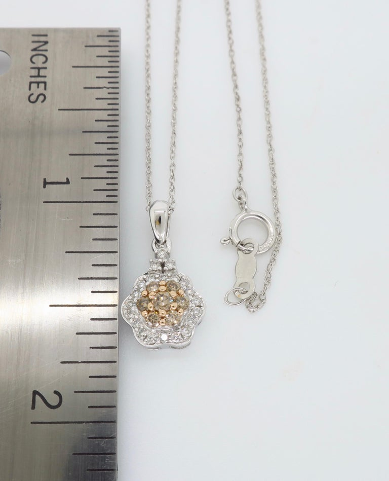 Diamond Flower Pendant Necklace In New Condition For Sale In Webster, NY