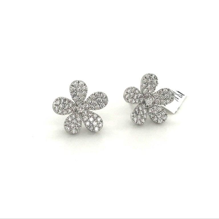 Contemporary Diamond Flower Stud Earrings 1.55 Carat 18 Karat White Gold For Sale