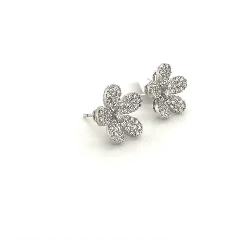 Diamond Flower Stud Earrings 1.55 Carat 18 Karat White Gold In New Condition For Sale In New York, NY