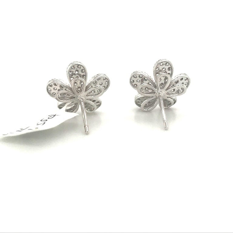 Women's Diamond Flower Stud Earrings 1.55 Carat 18 Karat White Gold For Sale