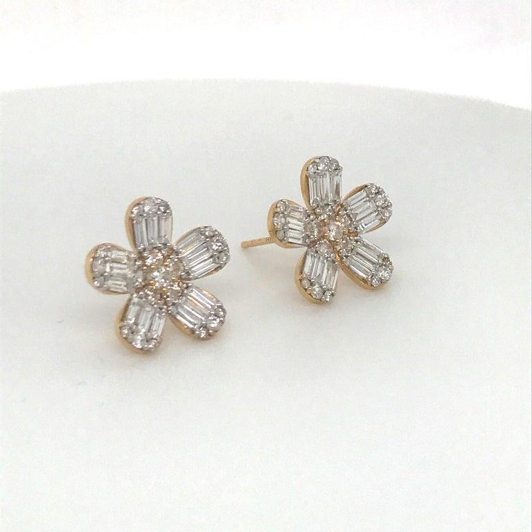 Contemporary Diamond Flower Stud Earrings 1.67 Carat 14 Karat Rose Gold For Sale