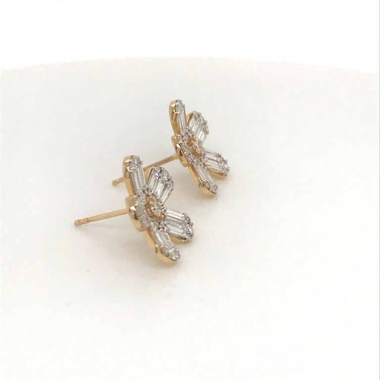 Diamond Flower Stud Earrings 1.67 Carat 14 Karat Rose Gold In New Condition For Sale In New York, NY