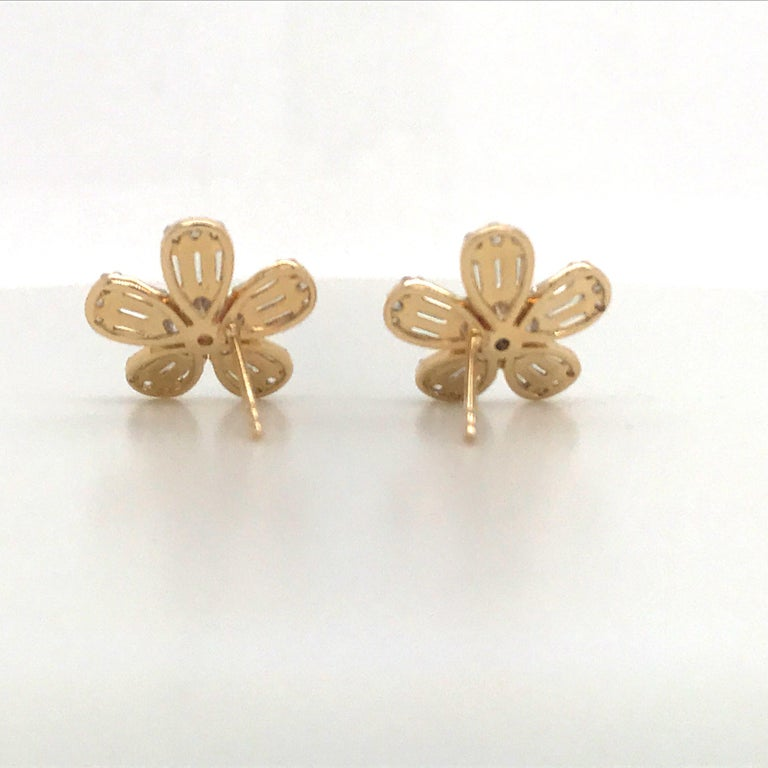 Women's Diamond Flower Stud Earrings 1.67 Carat 14 Karat Rose Gold For Sale