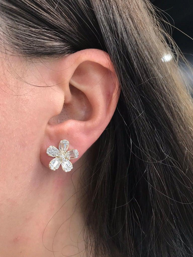 Diamond Flower Stud Earrings 1.67 Carat 14 Karat Rose Gold For Sale 1