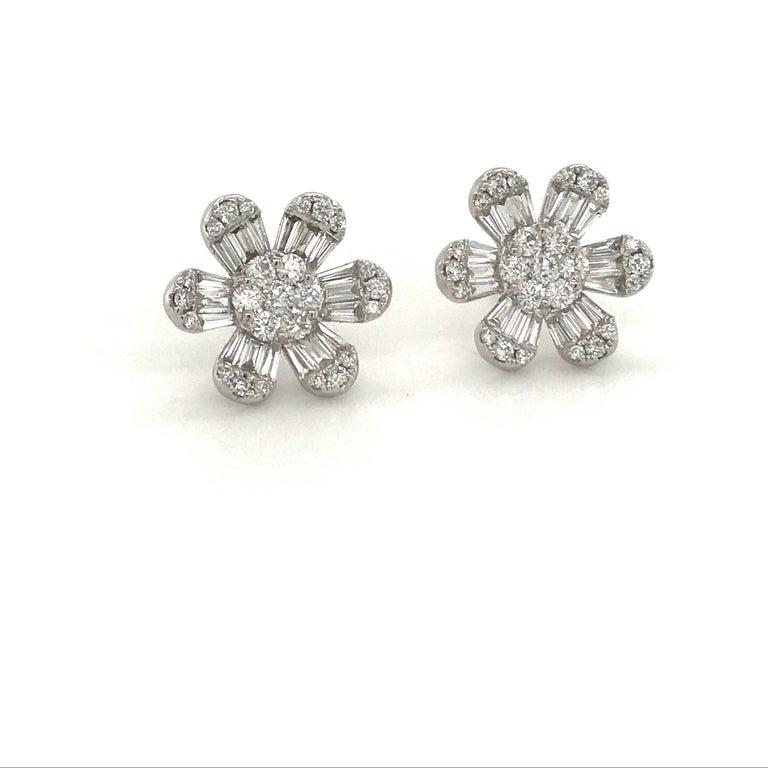 Contemporary Diamond Flower Stud Earrings 1.91 Carat 18 Karat White Gold For Sale