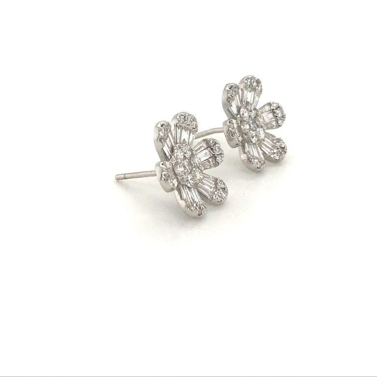 Diamond Flower Stud Earrings 1.91 Carat 18 Karat White Gold In New Condition For Sale In New York, NY