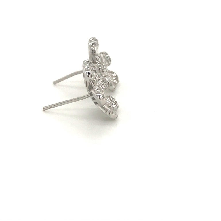Women's Diamond Flower Stud Earrings 1.91 Carat 18 Karat White Gold For Sale