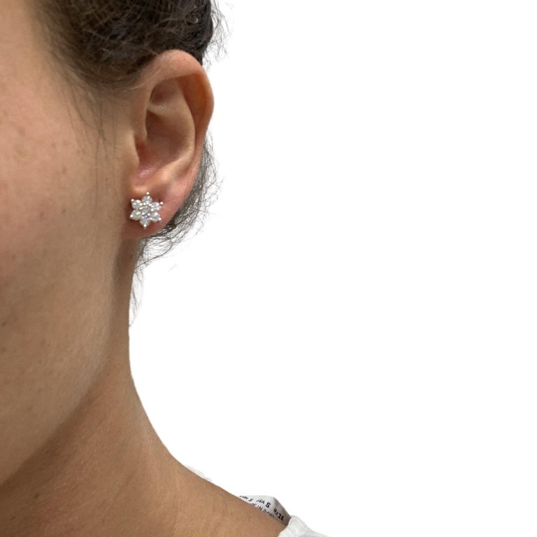 Diamond Flower Stud Earrings In New Condition For Sale In Miami, FL