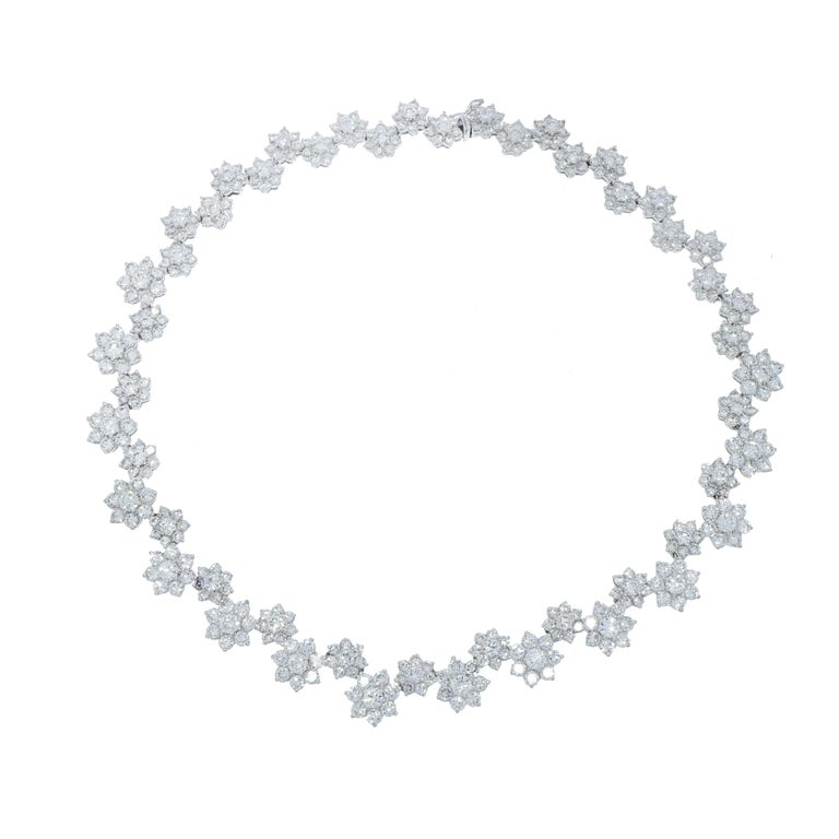 Diamond Flowers White Gold Necklace In Excellent Condition For Sale In Greenwich, CT