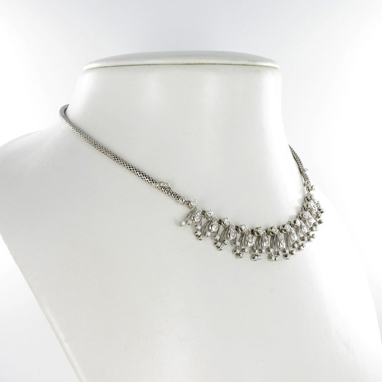 This charming diamond necklace in 18 karat white gold features 76 brilliant-cut diamonds of G/H colour and vs/si clarity with a total weight of approximately 2.70 carats. The diamonds are set in fringe-shaped elements at the front, which are similar