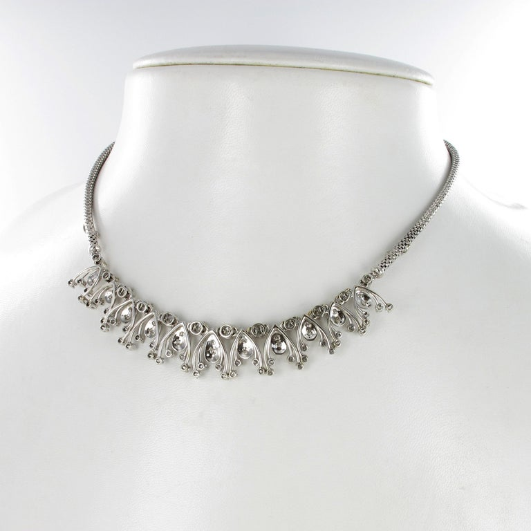 Diamond Fringe Necklace in 18 Karat White Gold In Good Condition For Sale In Lucerne, CH