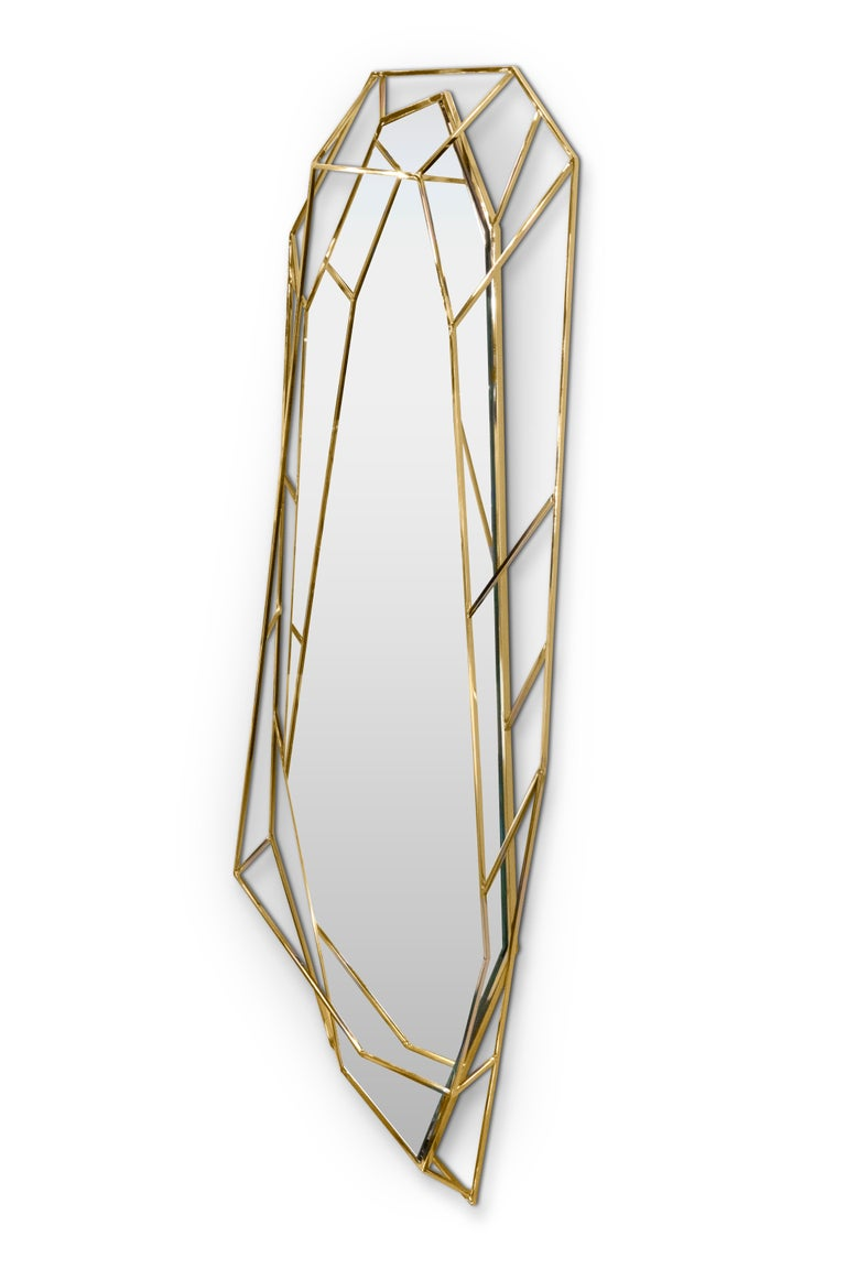 Inspired by asymmetrical and dazzling shapes of a Diamond rock, this mirror is the ultimate combination of geometry and design. The use of gold enhances the luxurious element within this object resulting in a sophisticated yet, dynamic piece that
