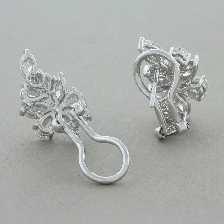 Diamond Gold Flower Cluster Earrings In New Condition For Sale In Beverly Hills, CA