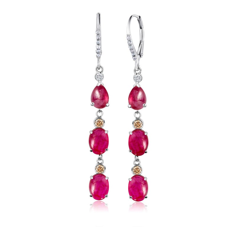 Contemporary Diamond Gold Hoop Earrings with Burma Cabochon Ruby Weighing 8.27 Carat For Sale