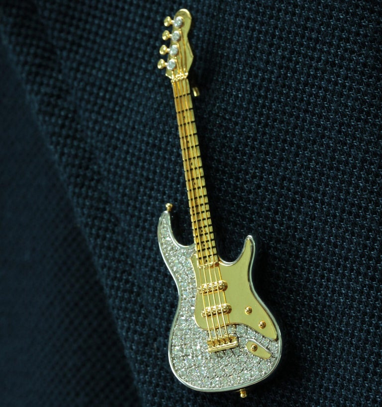 Diamond Guitar 18 Karat Yellow and White Gold Brooch For Sale 2