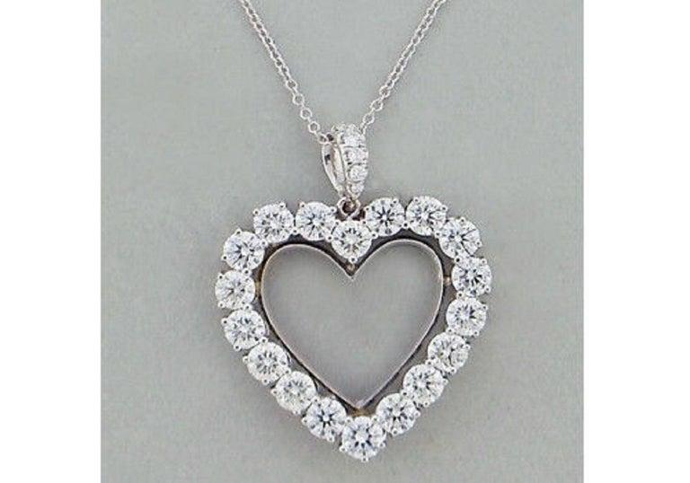 Contemporary Diamond Heart 2.85 Carat Necklace/Pendant 18 Karat White Gold For Sale