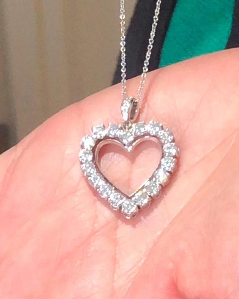 Round Cut Diamond Heart 2.85 Carat Necklace/Pendant 18 Karat White Gold For Sale