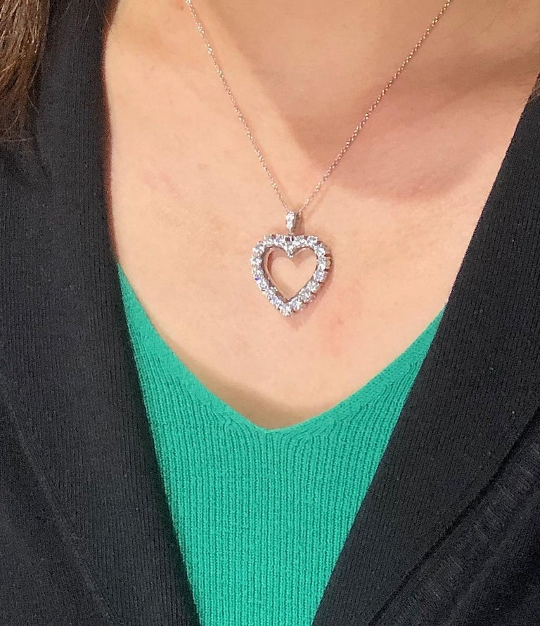Diamond Heart 2.85 Carat Necklace/Pendant 18 Karat White Gold In New Condition For Sale In Beverly Hills, CA