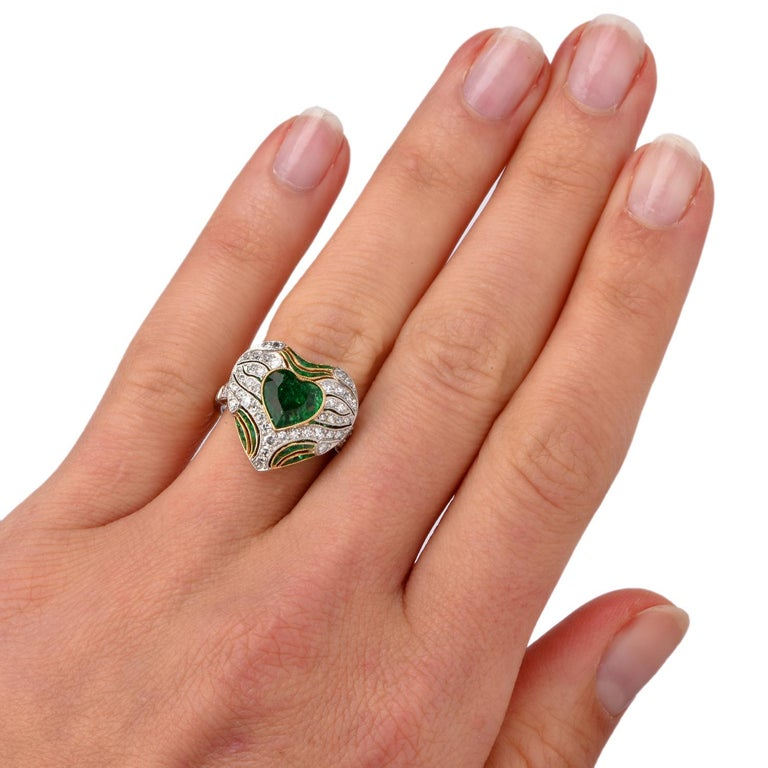 Diamond Heart Emerald Platinum Filigree Ring In Good Condition For Sale In Miami, FL