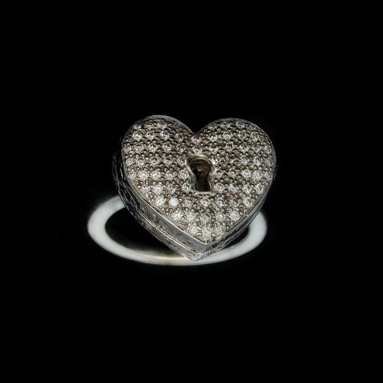 Diamond Heart Locket and Key Victorian Poison Ring in 18 Karat Gold and Diamonds For Sale 4