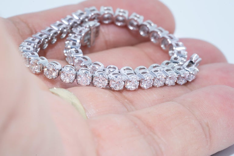 Diamant Tennisarmband, 6,83 Karat, 18 Karat Weißgold 5