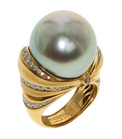 Diamond Mocca Color Tahiti Pearl 18 Karat Yellow Gold Bow Ring
