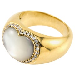 Diamond Mother of Pearl Heart Ring 18 Karat Yellow Gold