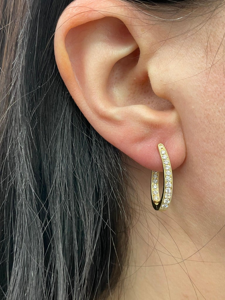 HARBOR D. Diamond Oval Shape Twist Hoop Earrings 0.61 Carat 18 Karat Yellow Gold For Sale 1