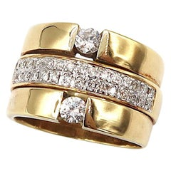 Diamond Pavé Band Sandwiched by Diamond Solitaire 18 Karat Yellow Gold Band Ring