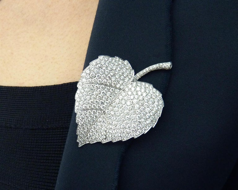 Diamond Pin/Brooch in 18 Karat White Gold In Excellent Condition For Sale In New York, NY