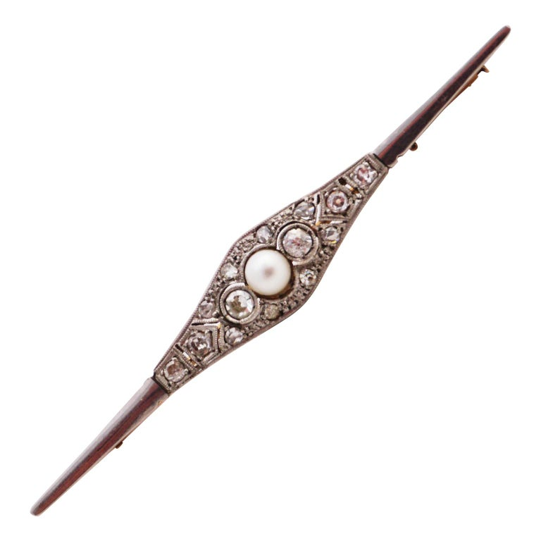 Diamond Pin with Pearl of Art Deco, 1920s For Sale