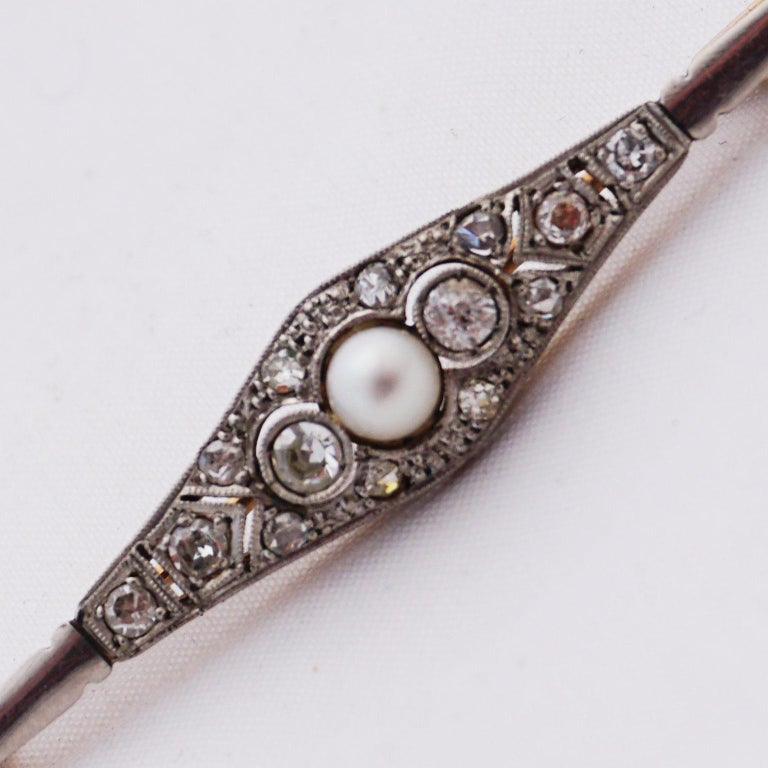 Diamond Pin with Pearl of Art Deco, 1920s In Good Condition For Sale In Berlin, DE