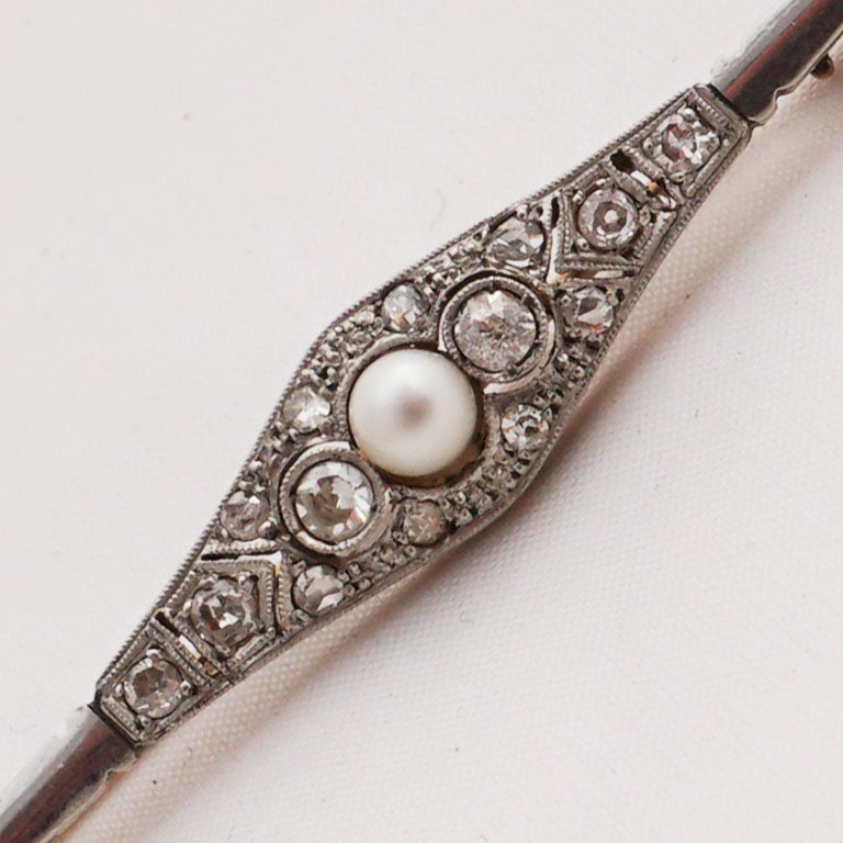 Diamond Pin with Pearl of Art Deco, 1920s For Sale 3