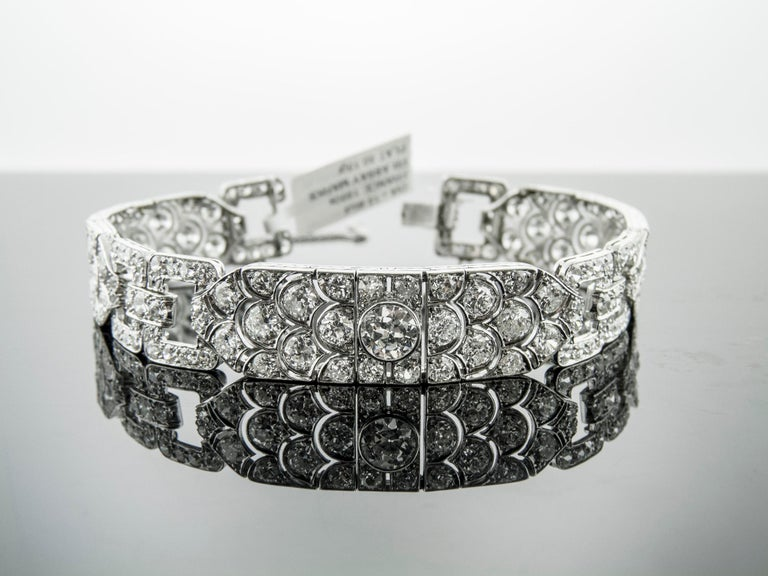 Diamond Platinum Bracelet, France, 1930s In Excellent Condition For Sale In New York, NY