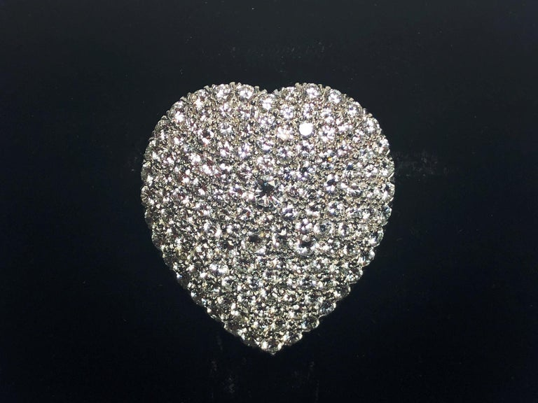 Diamond Platinum Heart Brooch In New Condition For Sale In London, GB