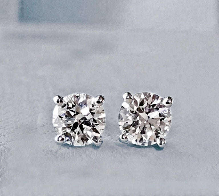 Diamond Platinum Stud Earrings 0.75 Carat F-VS2 In Excellent Condition For Sale In Brunswick, ME
