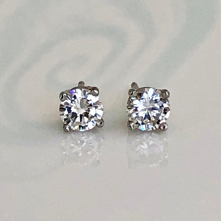 Women's or Men's Diamond Platinum Stud Earrings 0.75 Carat F-VS2 For Sale
