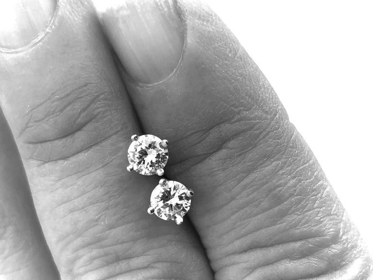 Diamond Platinum Stud Earrings 0.75 Carat F-VS2 For Sale 1