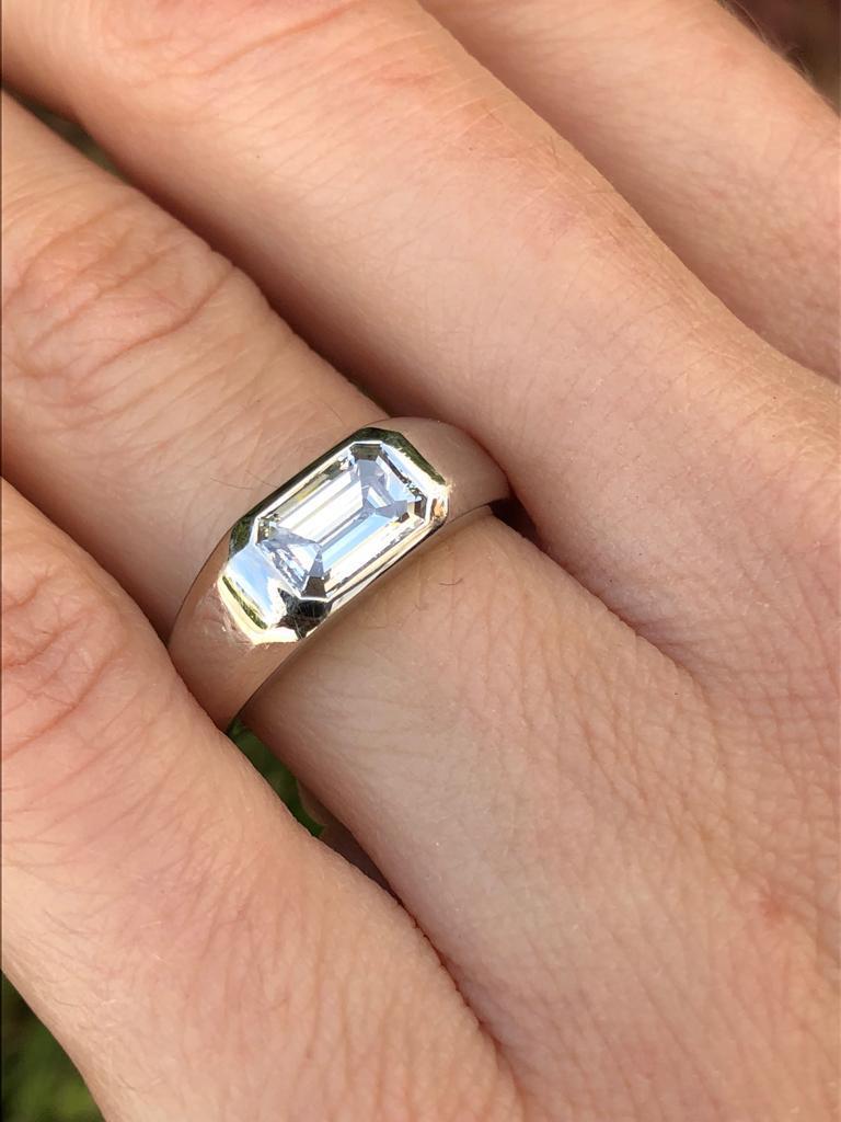Diamond Ring Emerald Cut 1.70 Carat D Color VVS2 Clarity For Sale 2