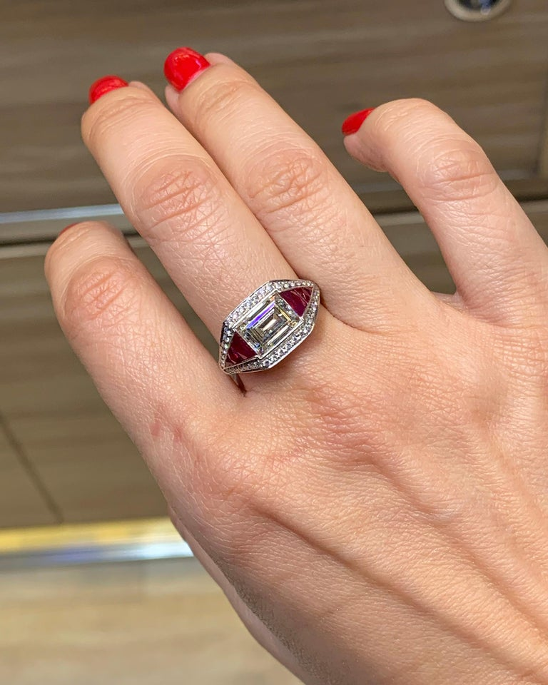 Diamond Ruby Platinum Cocktail Ring In New Condition For Sale In New York, NY