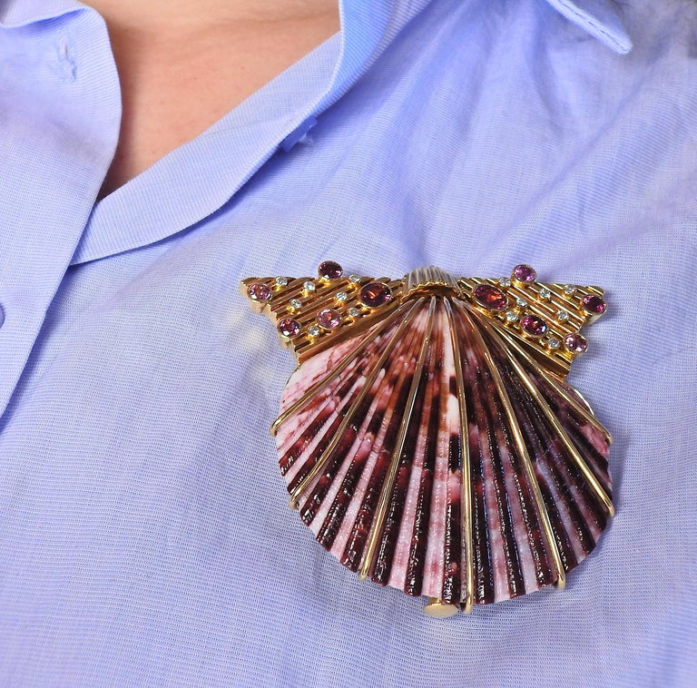 Diamond Ruby Shell Gold Brooch Pin In Excellent Condition For Sale In New York, NY
