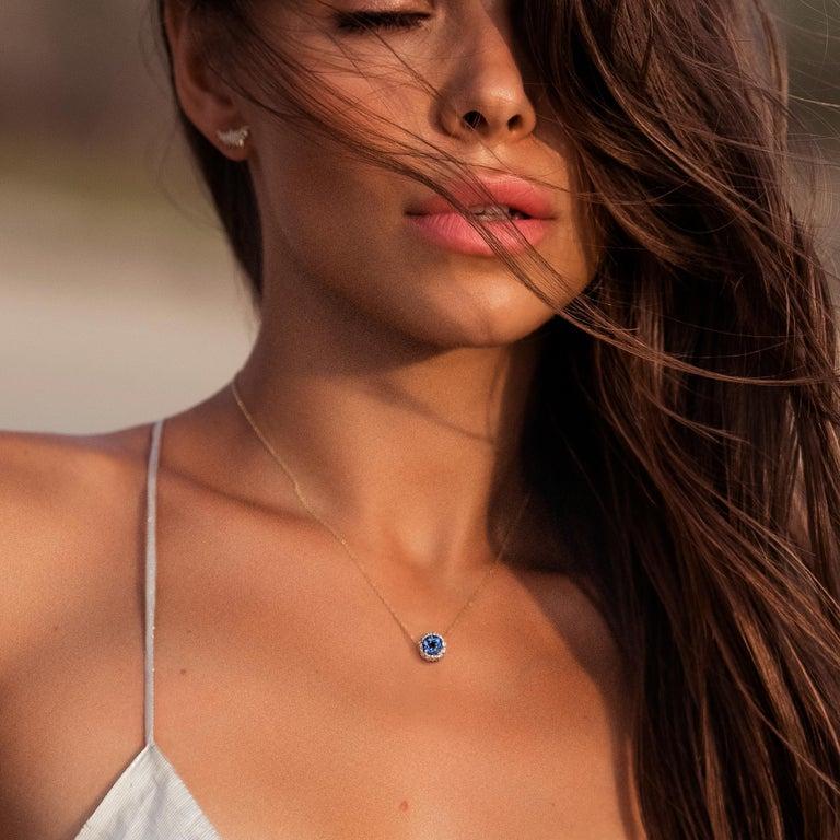 Round Cut Sybarite Jewellery 0.78 Carats White Diamonds 18 Karat White Gold Charm For Sale