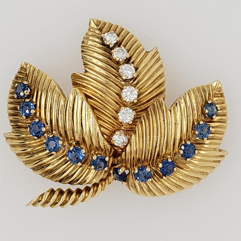 Diamond and Sapphire Brooch Signed Van Cleef & Arpels In Excellent Condition For Sale In Princeton, NJ
