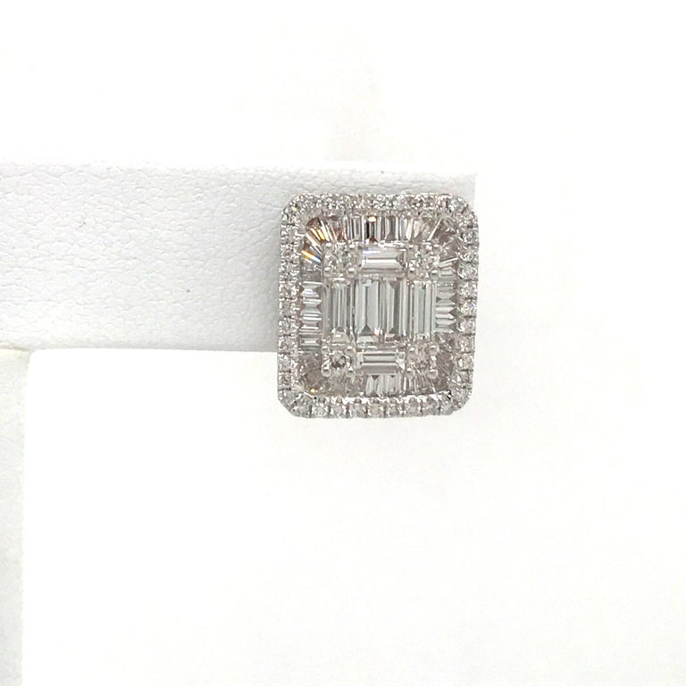 Contemporary Diamond Square Stud Earrings 3.25 Carat 18 Karat White Gold For Sale