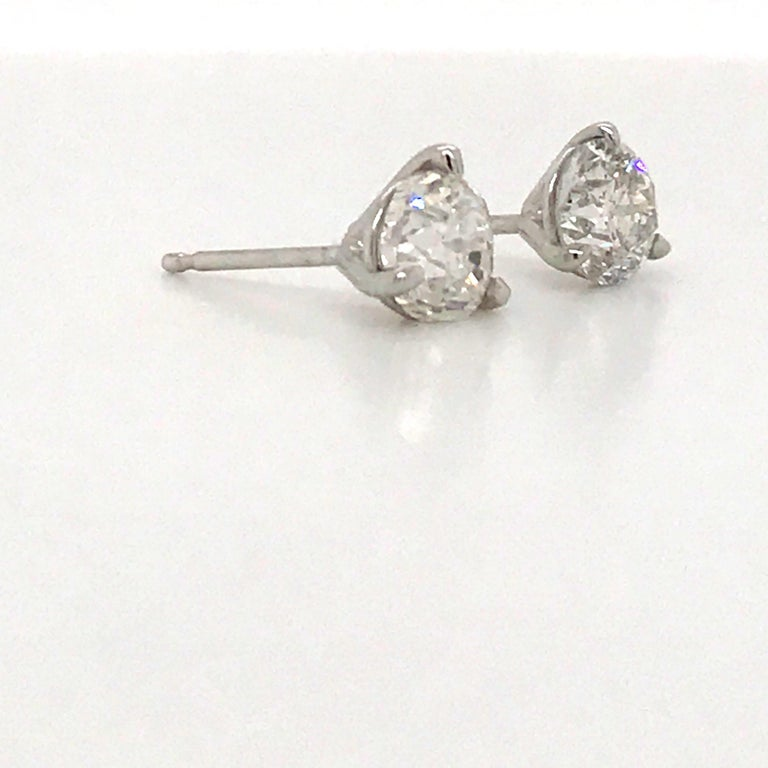 Contemporary Diamond Stud Earrings 1.60 Carat E-F SI2-SI3 14 Karat White Gold For Sale