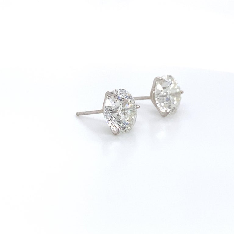 Contemporary Diamond Stud Earrings 2.84 Carat H-I SI2-I1 18 Karat White Gold For Sale